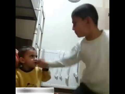 Kardeşine Namaz Kılmayı Öğreten Erzurumlu Çocuk Çıldırıyor-Kopma Garanti