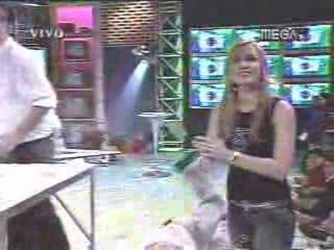 CQC : Profesor Rosa (Ivan Arenas) sacandose la xuxa