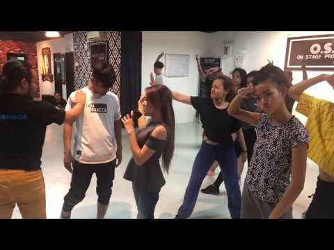 Baby Shima latihan dance  police entry sekejap , sebelum berangkat indonesia